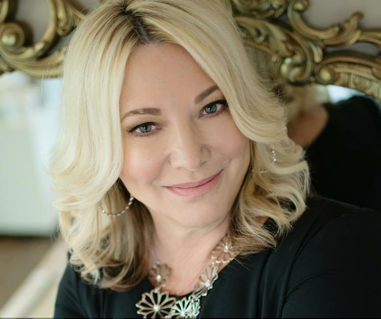 Julie Fairhurst - Speaker, author Sales strategist & mentor